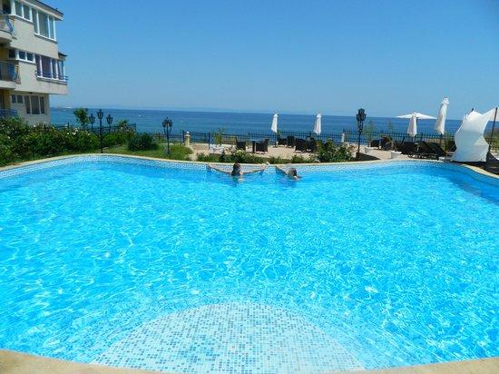 Relax Hotel: бассейн