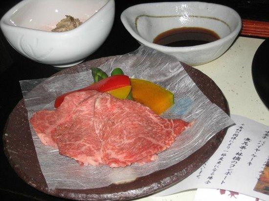 Kunugidaira Hotel : 夕食の和牛の溶岩焼