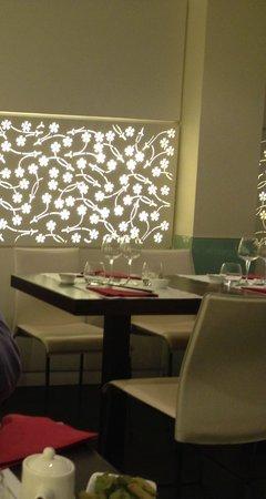 Sakura Sushi: Tavoli interni e parere decorata