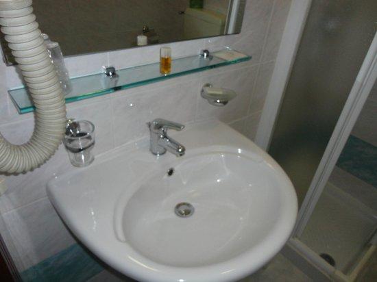 Hotel Adriano: bagno