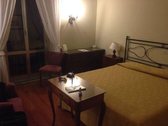 Hotel Continental: Letto