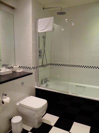 The Roseate Villa Bath : Spotless Bathroom
