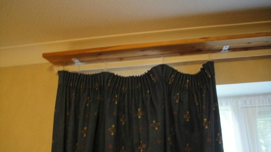 BEST WESTERN The Royal Chase Hotel: Hanging by a thread !!