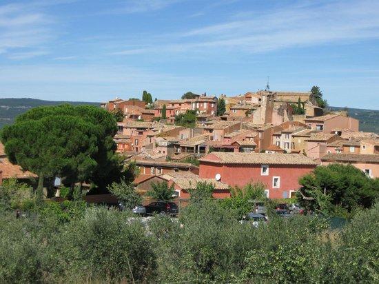 Le Bois Dormant: Roussillon. 7 km entfernt.