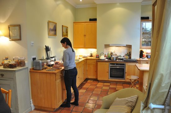 Mountview Guesthouse: Breakfast being made