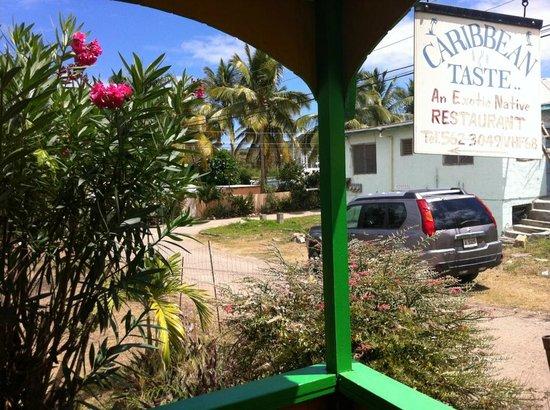 Caribbean Taste Restaurant: Vue depuis la terrasse