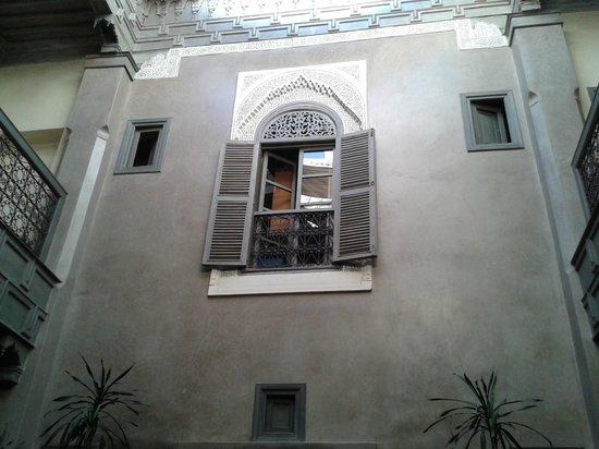 Riad Dar One: ventana habitación