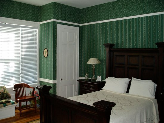 Kane Manor Country Inn: The Green Room