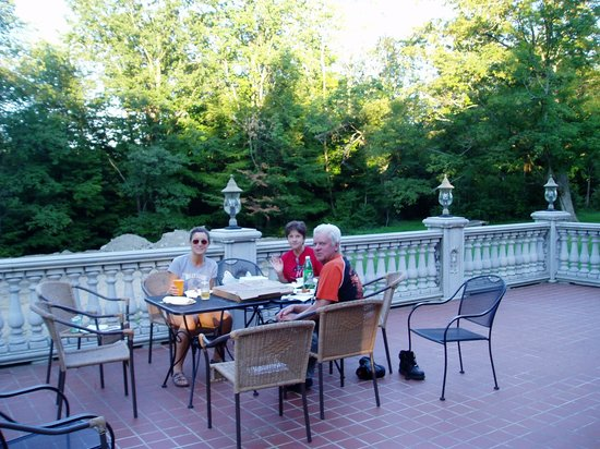Kane Manor Country Inn: Patio