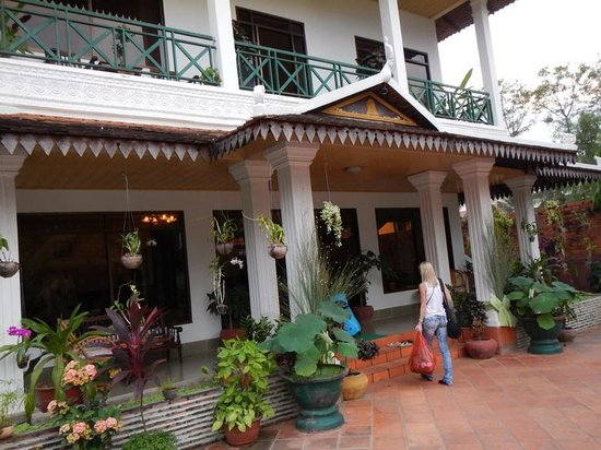 Green Village Angkor Hotel : вход в отель