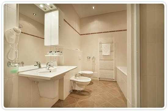 Hotel Vivaldi: Suite - bathroom