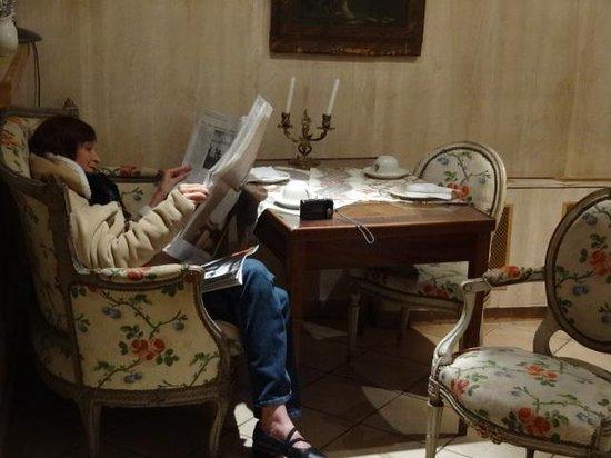 Hotel Caron de Beaumarchais : Relaxing in the breakfast nook