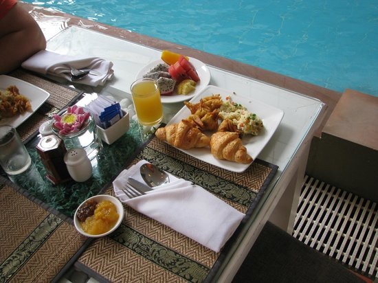 King Grand Boutique Hotel: the breakfast