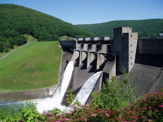 Kinzua Dam: Spillway side