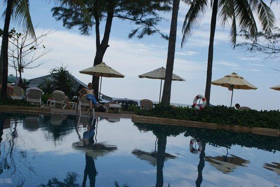 Katathani Phuket Beach Resort: poolen
