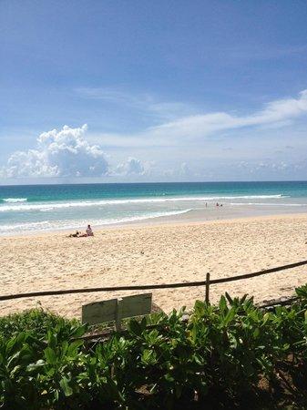 Katathani Phuket Beach Resort: Kata Noi stranden...vid hotellet