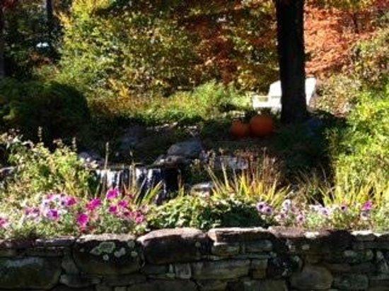 Stone Hill Inn: grounds