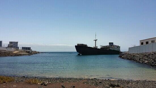 Arrecife, Španělsko: barco encallado