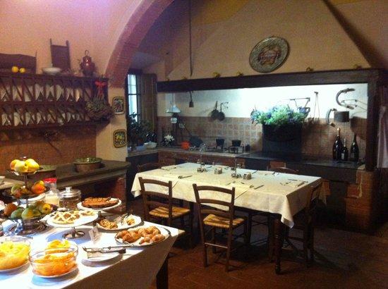 Palazzo Leopoldo Dimora Storica & Spa: La vecchia cucina e la colaZione