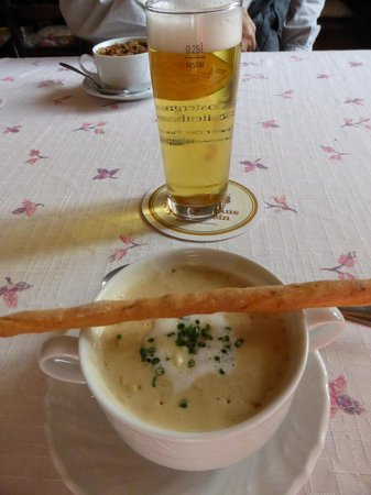 Klostergasthof Raitenhaslach: creamy wild mushroom soup with light beer