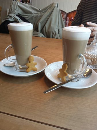 Gingerbread Coffee & Tea Room: Latte ♡