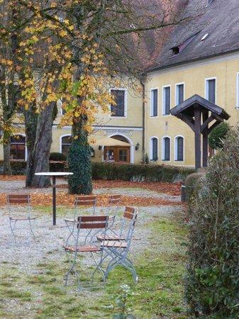 Klostergasthof Raitenhaslach: beautiful, serene setting