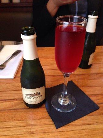 Tarrant's Cafe: Poinsettia with brunch