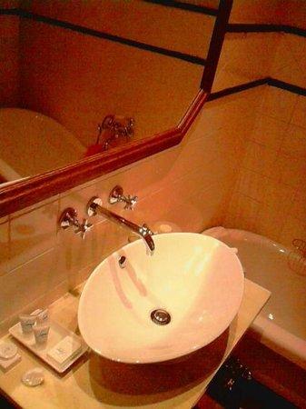 โรงแรมคลีนคาปบูทีค: Bathroom