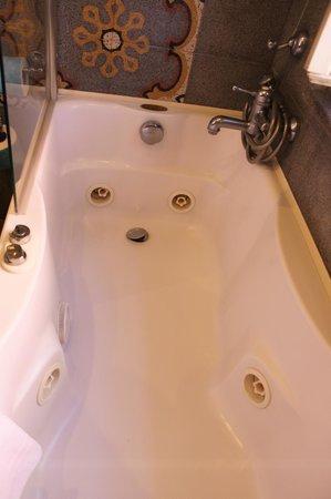 Hotel Aventino: baignoire hydromassage