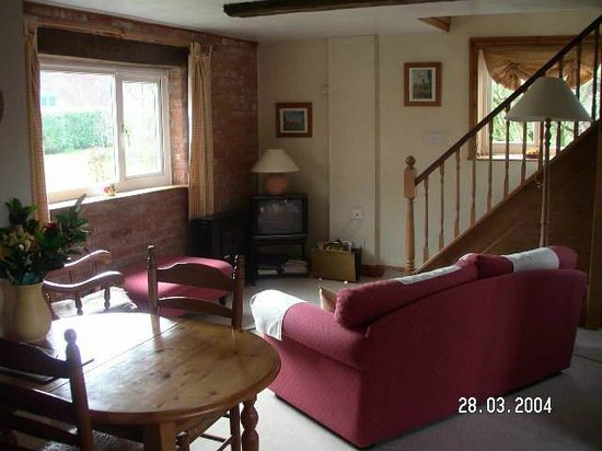 Elms Farm: Sitting room of the Cosy Cottage suite