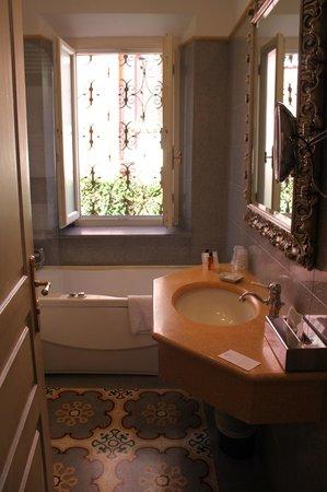 Hotel Aventino: salle de bains