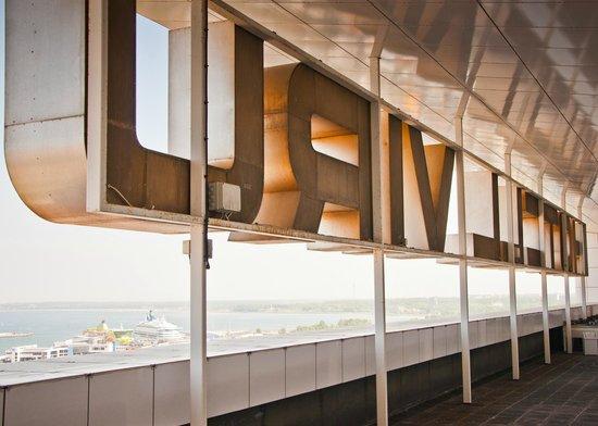 KGB Museum: Terrasse des Viru-Hotels mit Blick auf den Hafen