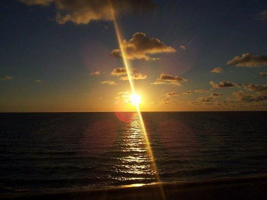 Deauville Beach Resort : Nascer do sol (vista do quarto)