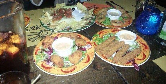 Barriga's: Stick di mozzarella,onion ring, chicken pepitas, nachos e special.