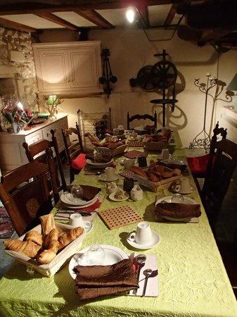 Le Moulin de Saint Jean : Table du petit déjeuner