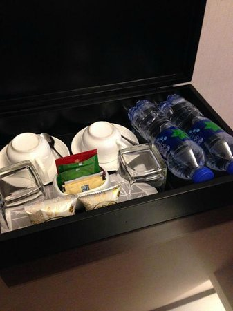 SSAW Boutique Hotel Shanghai Bund: Tea, Coffee, Water...whatever you need!