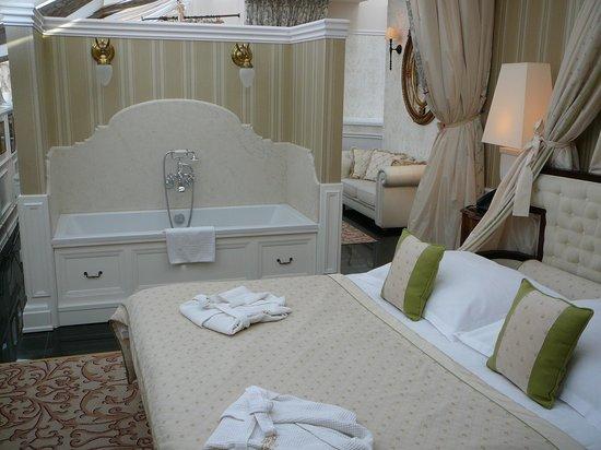 The Bonerowski Palace: Suite