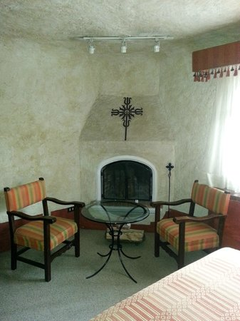 Casa Santo Domingo: Guestroom Fireplace