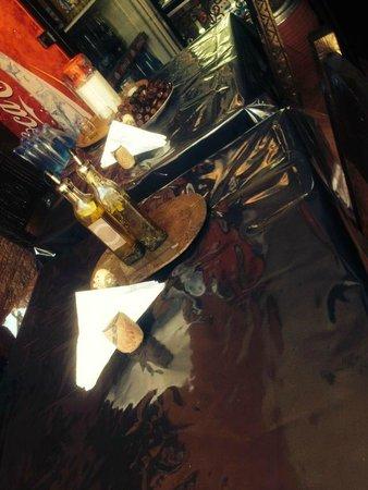 chez yassine : la table que nous avons choisi!!