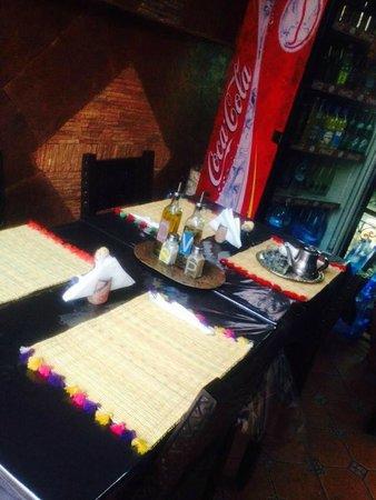 chez yassine : la table!