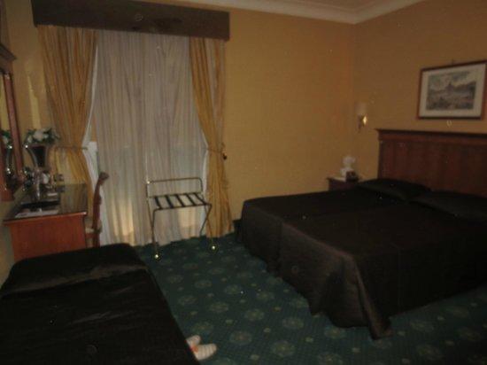 Hotel 2000 Roma: Triple Room