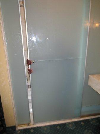 Hotel 2000 Roma: PULLLLLL!!