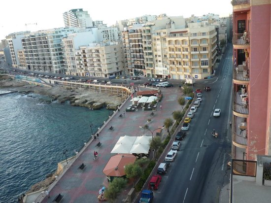 Sliema Chalet Hotel: A view from the roof terrace