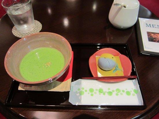 Kanazawa Hakuchoro Hotel Sanraku : 抹茶セット(吉はし菓子付)700円
