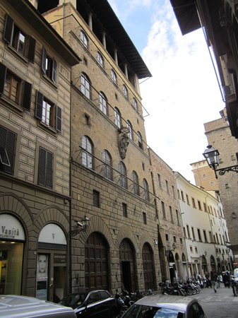 Museo di Palazzo Davanzati: Palazzo Davanzati exterior