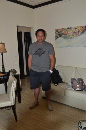 Tradewinds Apartment Hotel : living comedor