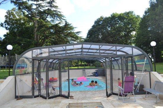 Le Chene Vert : piscine couverte chauffée au chene vertoute l'année