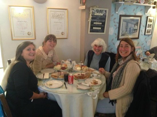 Lion Rock Tea Rooms: Family Lunch :)