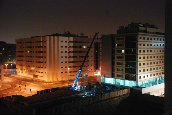 Savoy Park Hotel Apartments: Night time construction ..View from balcony