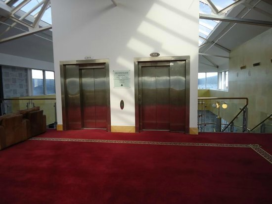 The Johnstown Estate Hotel: Lifts